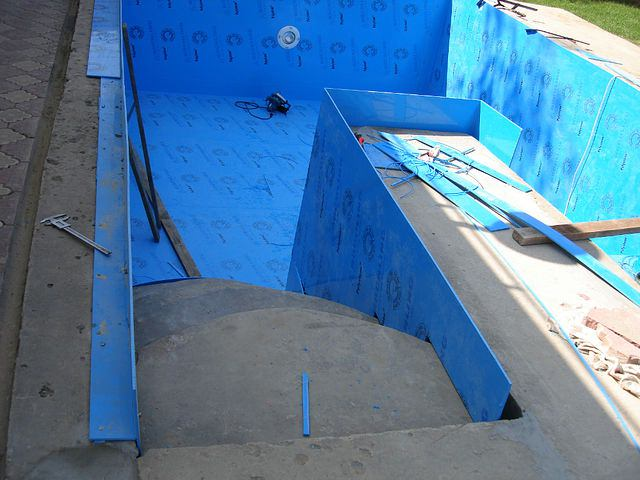 Футеровка бетонного бассейна полипропиленом